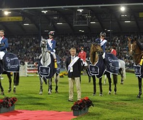 Frankrijk wint CHIO Aken 2012, Nations Cup: L to R: Olivier Guillon riding Lord de Theize FRA, Penelope Leprevost riding Mylord Carthago*HN, Eugenie Angot riding Old Chap Tame & Roger Yves Bost riding Nippon d'Elle with Chef d'Equipe Henk Nooren.